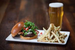 Eureka!-Fresno-Fig-Burger-with-Beer_web